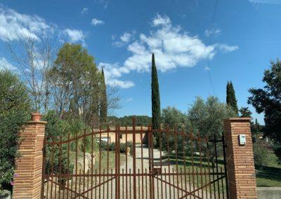 De toegangsweg van Villa la Douce Vince