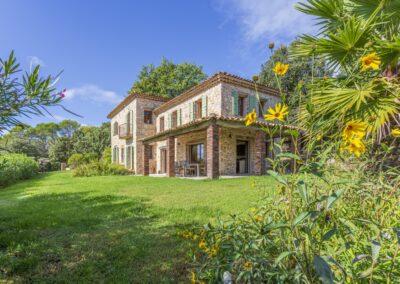Villa La Douce Noa vanuit de tuin