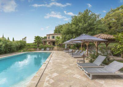 Zwembad met terras van Villa La Douce Noa