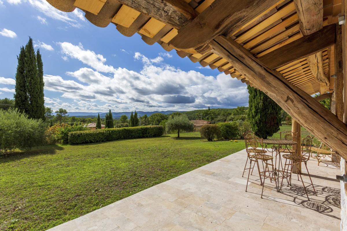 Patio en tuin van Villa La Douce Vince
