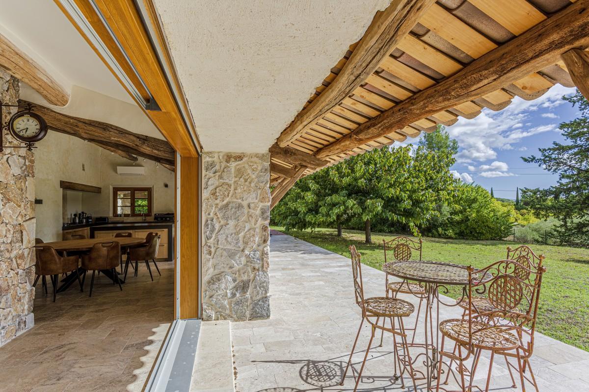 Patio met terras van Villa La Douce Vince
