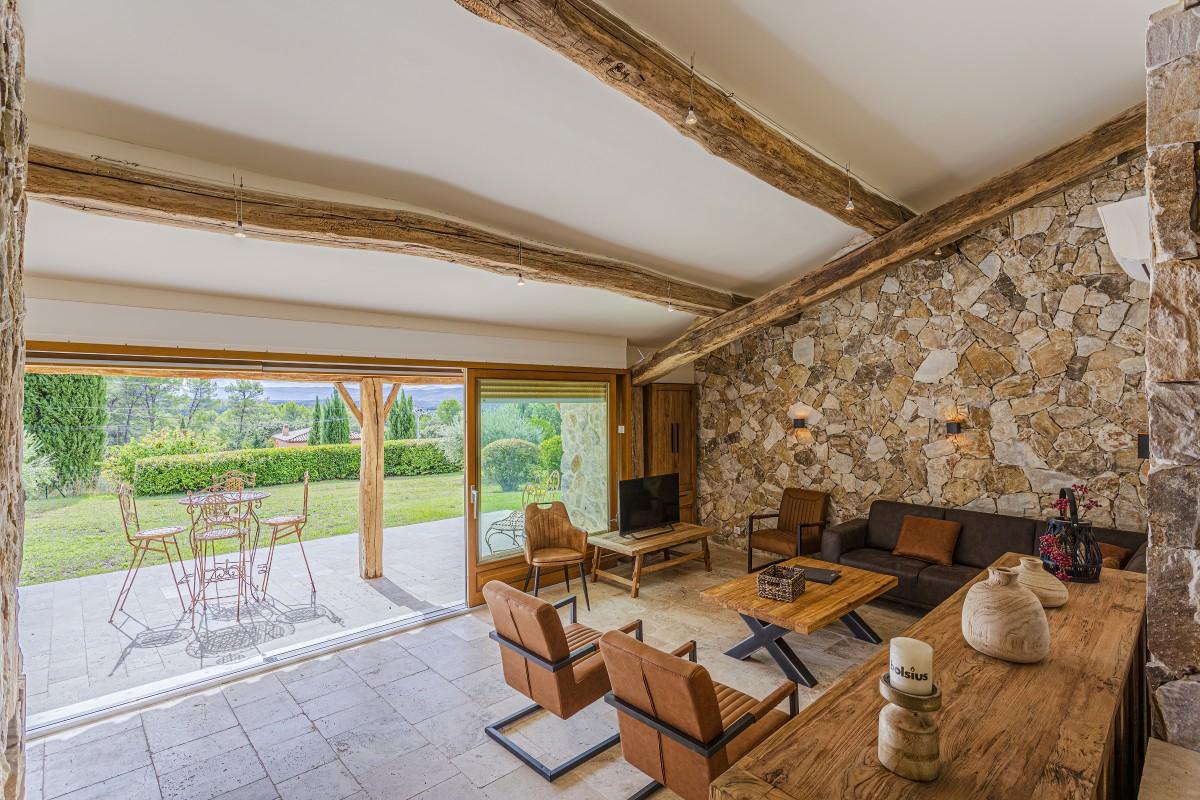 De woonkamer van Villa La Douce Vince