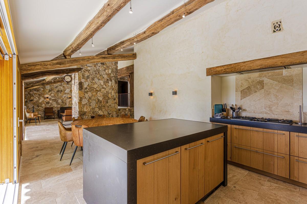 De keuken en eetkamer Villa La Douce Vince