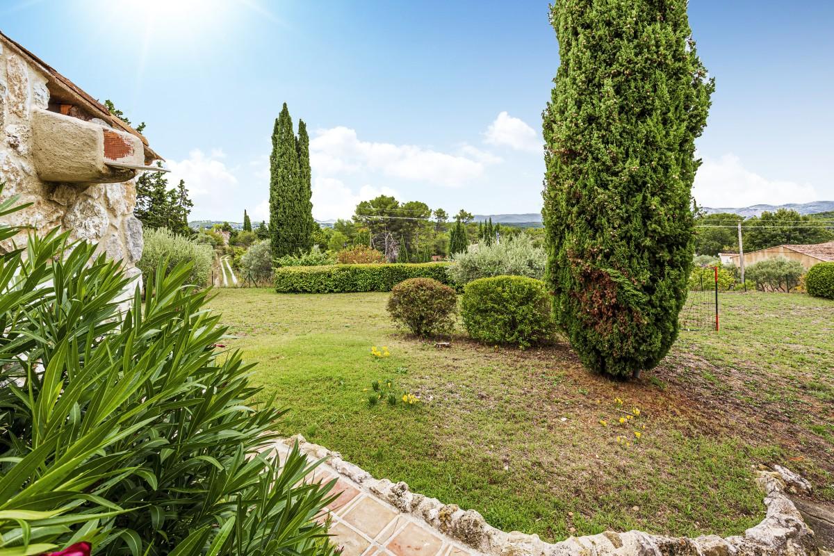 De tuin van Villa La Douce Vince