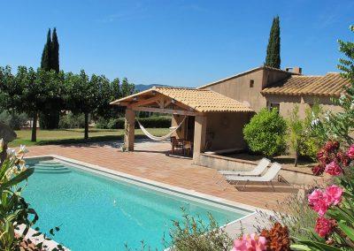 Het zwembad van Villa la douce Vince