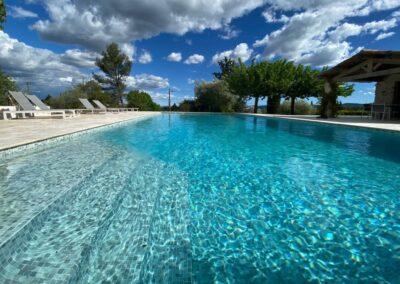 Vernieuwd zwembad in van Villa La Douce Vince (mei 2021)