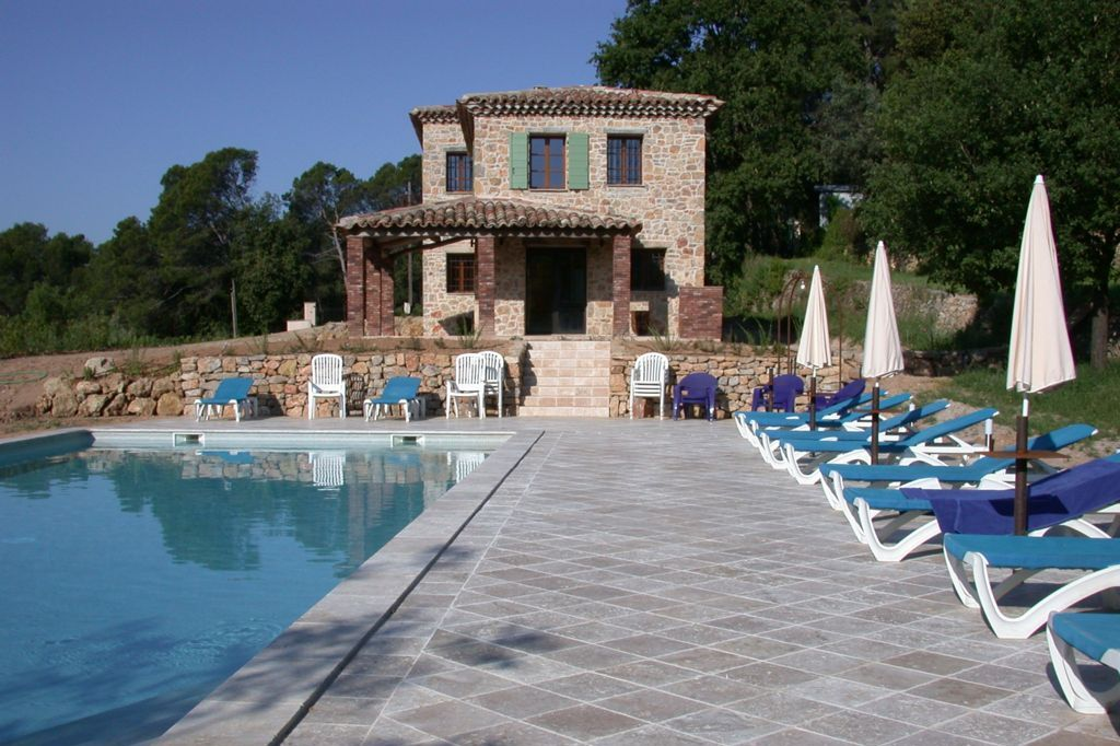 Zwembad met terras van Villa La Douce Noa Provence Lorgues
